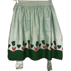 Vintage 1960s Green Gingham Floral Tie Apron